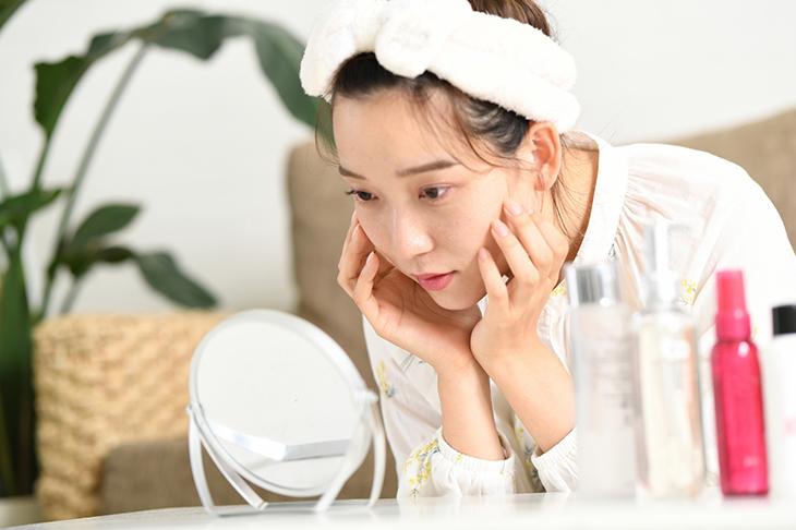 【顔の乾燥でお困りの方へ】乾燥の原因とおすすめのスキンケア一覧